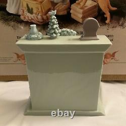 Grandeur Noel Porcelain Christmas Scene 2001 Fireplace Replacement Part Only